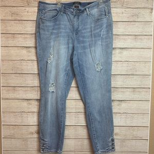 Earl Jeans Lt Wash Skinny Ankle Distressed Jeans